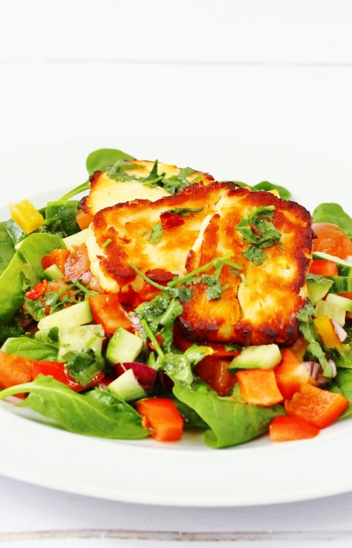 Halloumi salad with cucumber, tomatoes, peppers and leaves