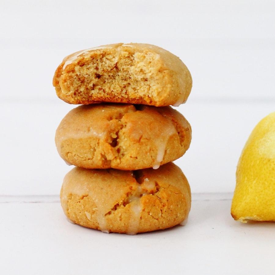 Stack of lebkuchen next to a lemon