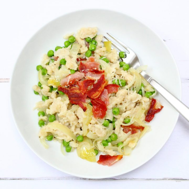 Spaetzle with peas, bacon and caramelised onions