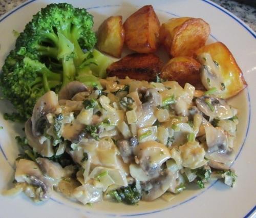 Creamy Mushroom and parsley sauce with chicken (500x426)