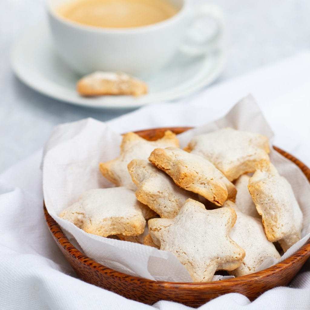 Bowl of cinnamon star biscuits