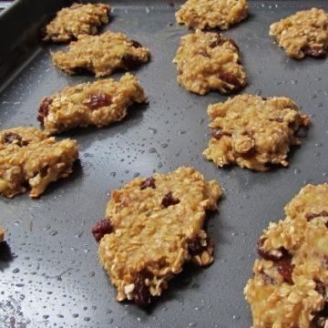 oat banana and raisin bites on a baking tray