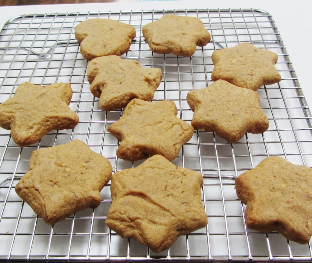 peanut butter cookies in star shapes
