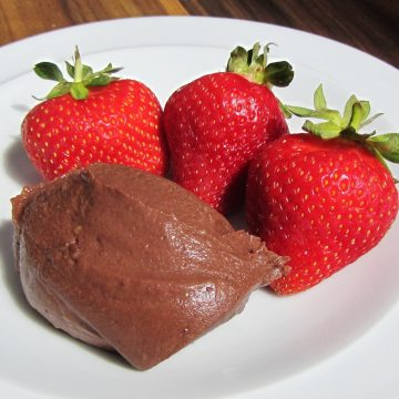 Chocolate ice cream mousse with strawberries