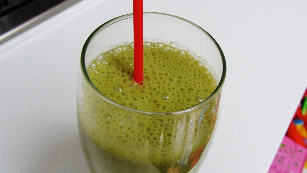 Chilled Matcha and Banana Smoothie