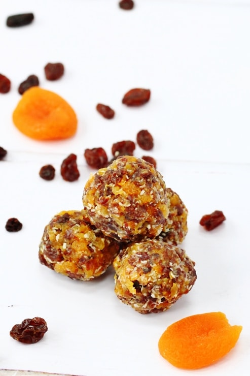 Snack balls with coconut, apricot and sultanas