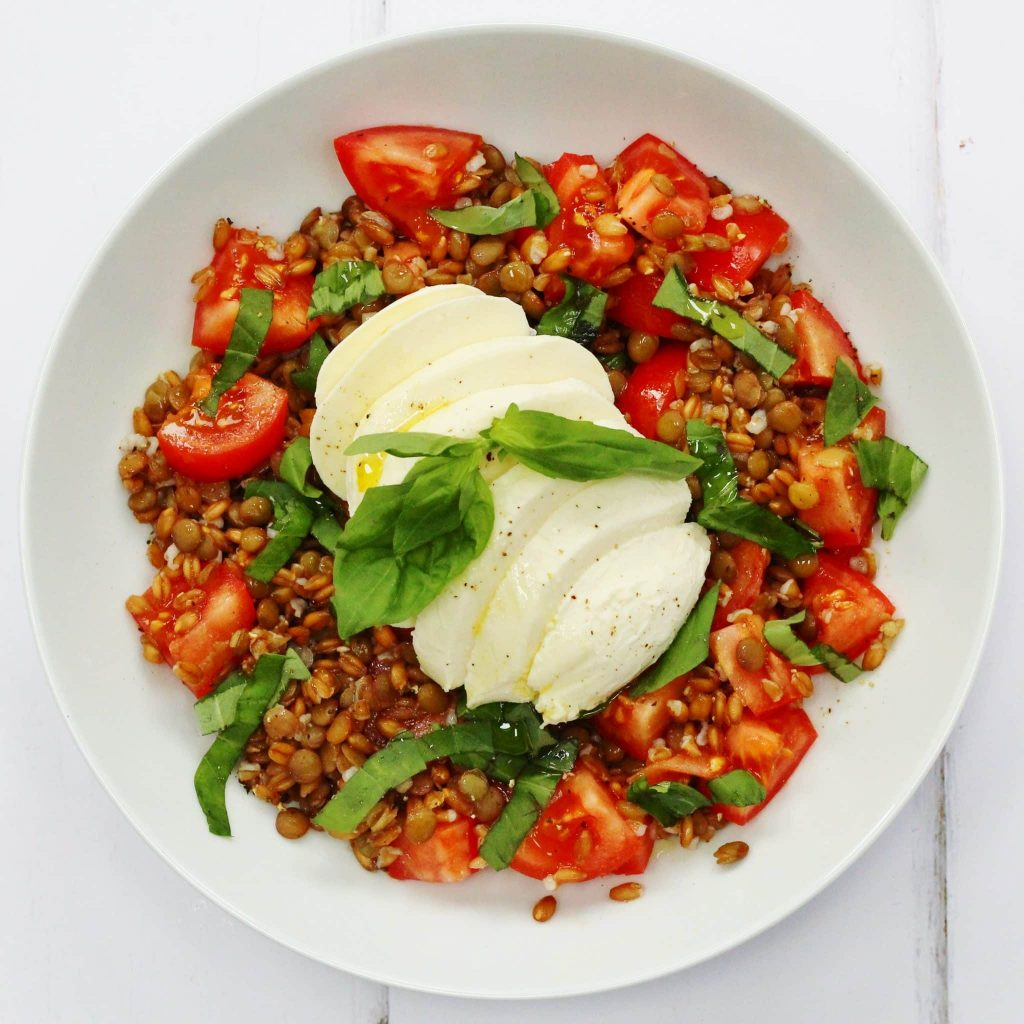 Tomatoes, basil and mozzarella with lentils and spelt