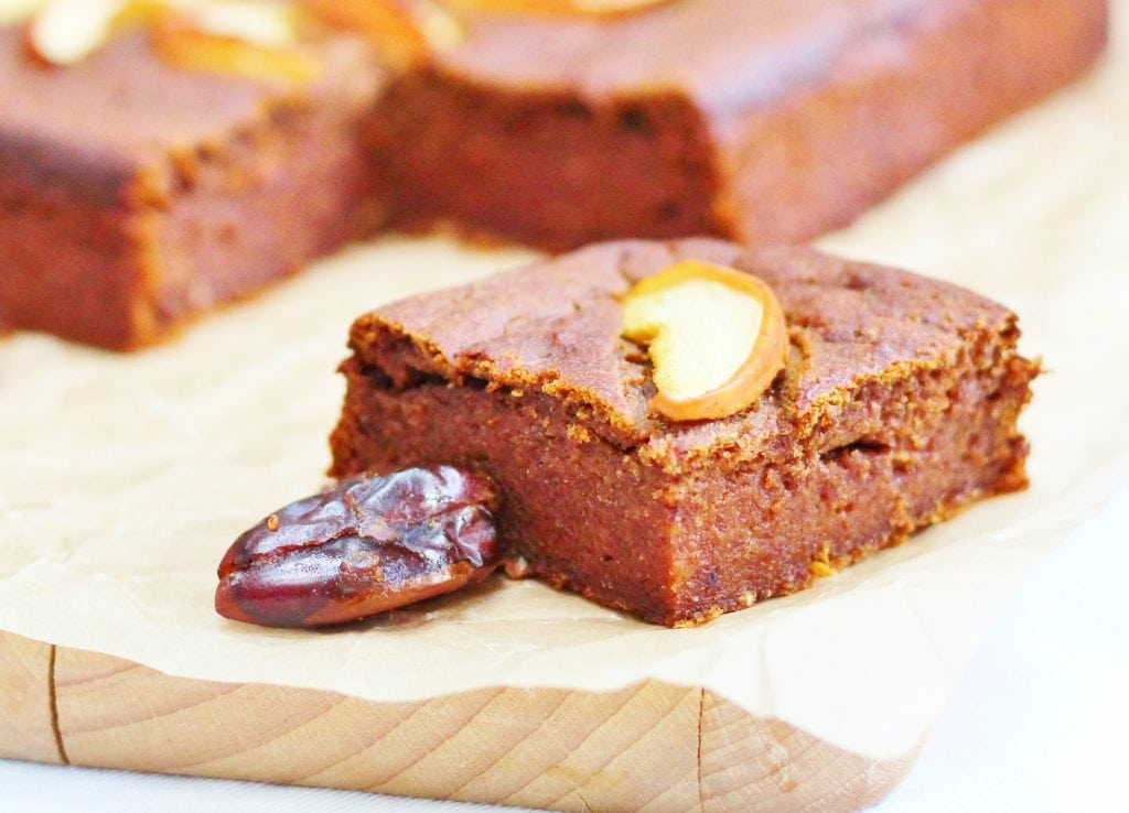 Sugar free sticky date and apple cake