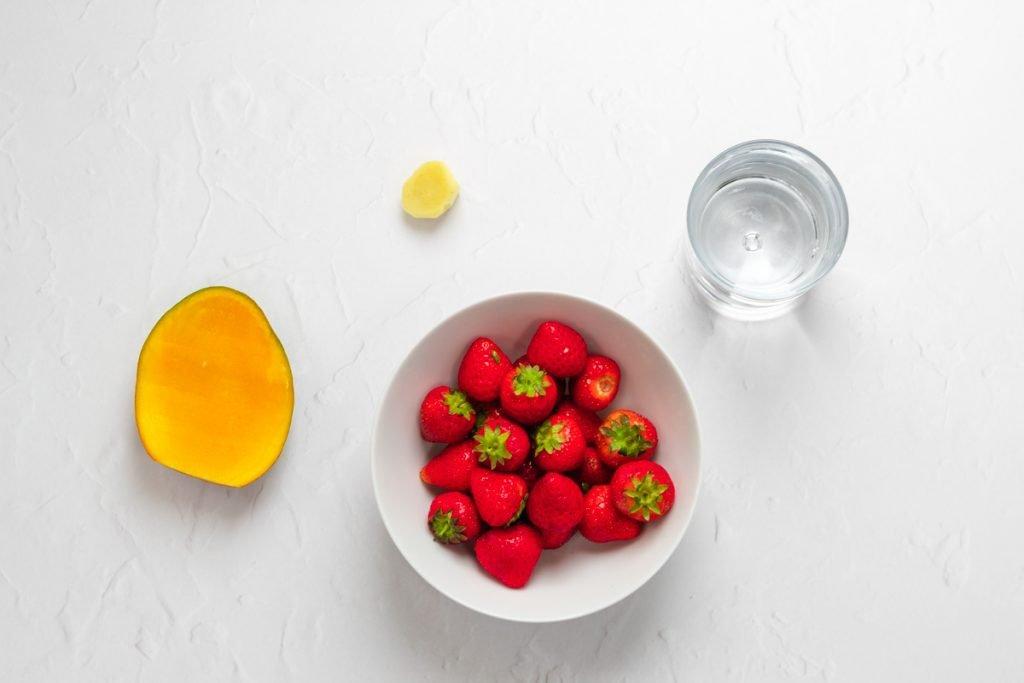 Ingredients for strawbery mango smoothie