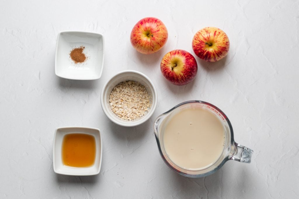 Ingredients for apple and cinnamon smoothie